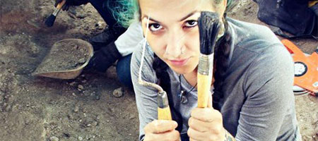 Student, Marissa Kelly, with tools to begin digging in Belize. (Photo by Marissa Kelly)