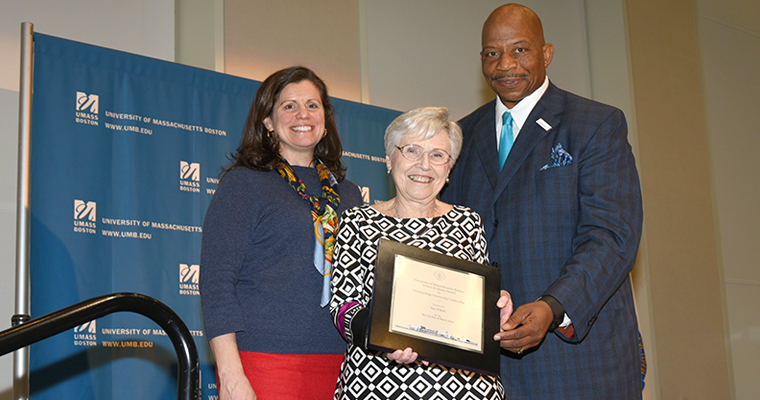 Pat O'Neill (center) receives the Robert H. Quinn Award from Chancellor Motley and Elaina Quinn, daughter of the former speaker.