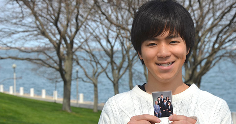 Keishiro Ota keeps a photo of his family in his wallet. Photo by: Cassandra Baptista