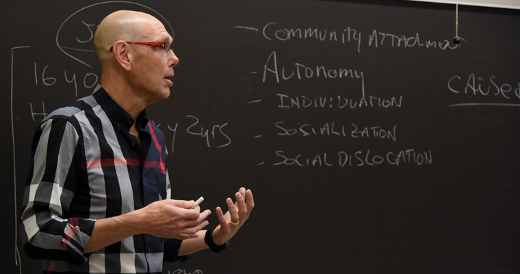 Rob Reinhard '03 speaks to students in Jackie Lageson's juvenile delinquency class