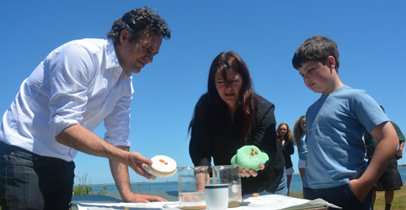 Actor Mark Ruffalo (left) and field station Director Sarah Oktay (center) perform an experiment during Ruffalo's visit.